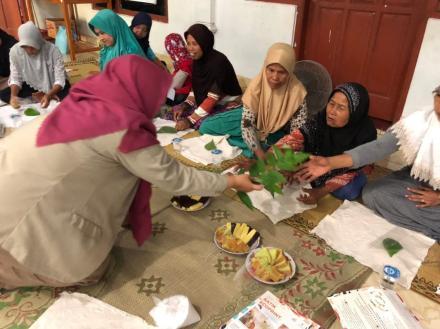 Pelatihan Batik Ecoprint Glagahan