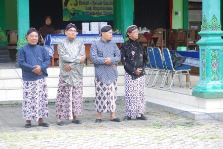 Upacara Peringatan Hari Kartini oleh TP-PKK Desa C